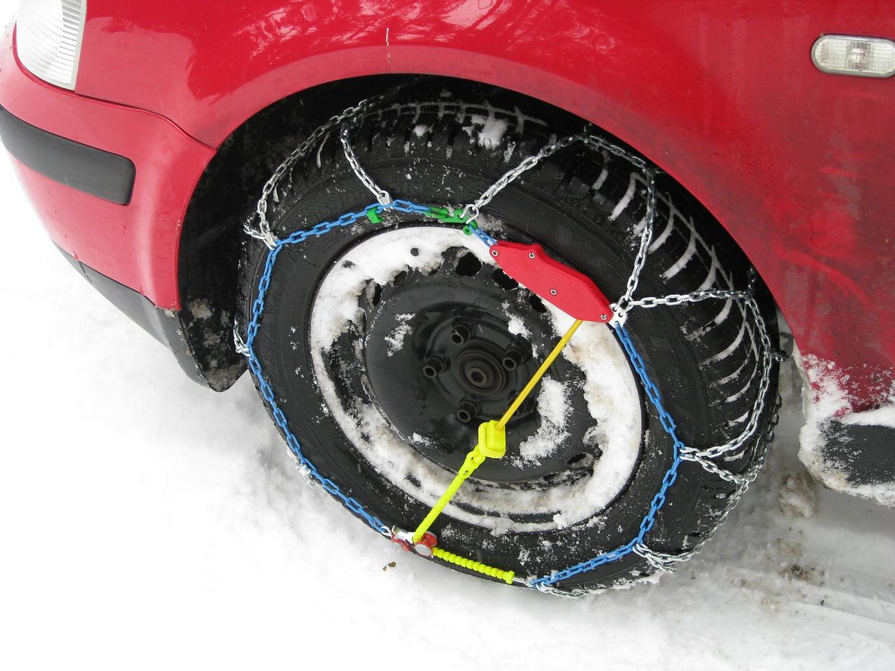 Melyik országban kötelező a téli gumi és a hólánc használata?