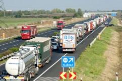 Friss hír: Ausztria megállít minden teherautót
